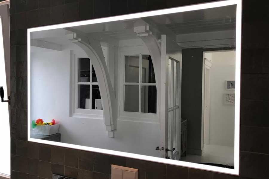 Verkaikglas-portfolio-Badkamer-spiegel-met-LED