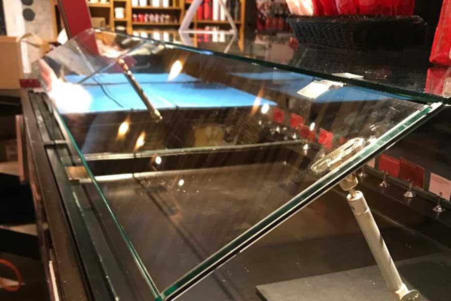 Verkaikglas Glazen kappen op pastry vitrines Starbucks