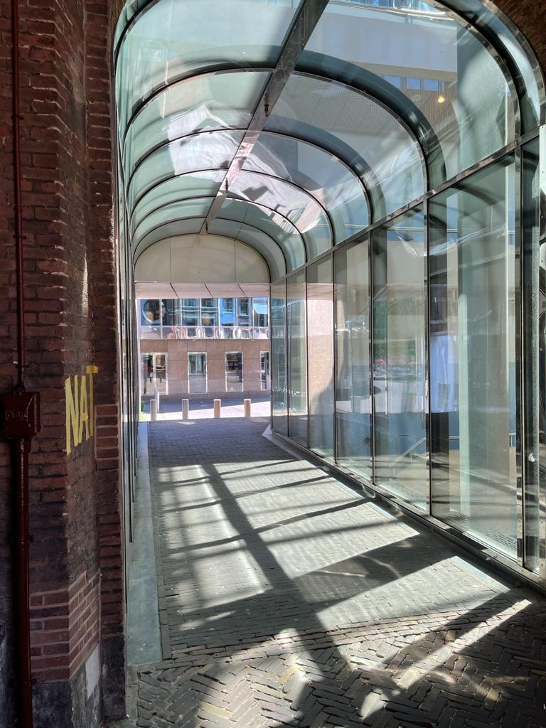 Glazen overkapping loopbrug Tweede kamer